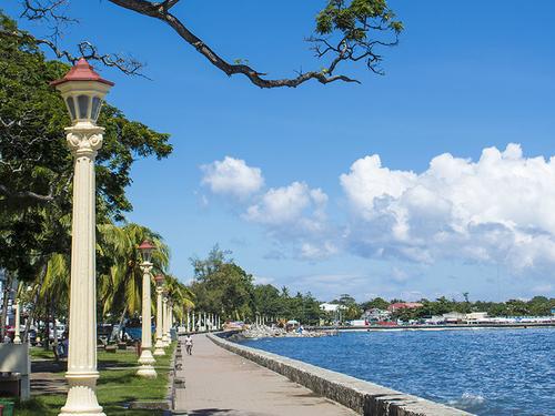 Lamposts near the bay walk at Rizal Boulevard