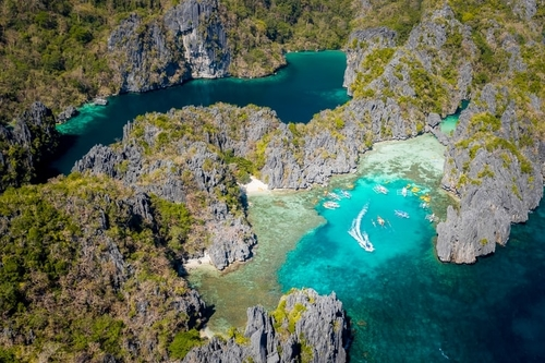 El NIdo Island with boats